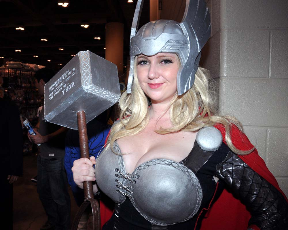 busty thor girl cosplay