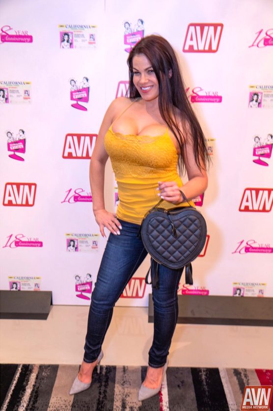 latina knockout busty in yellow top avn awards 2019