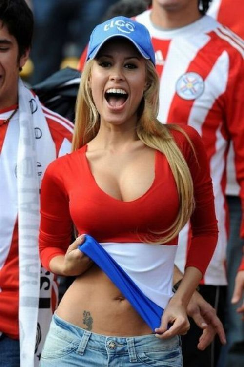blonde babe from paraguay futbol fan
