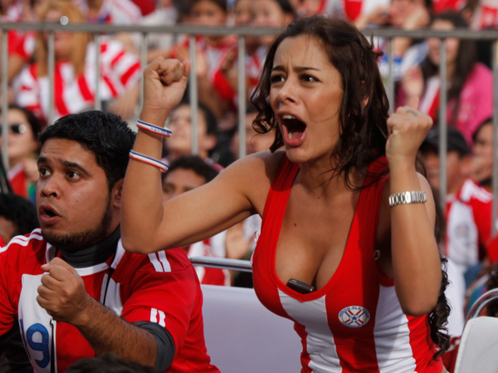 paraguay fan with phone in cleavage